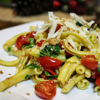 Pasta With Fresh Tomatoes, Walnuts, And Herbs