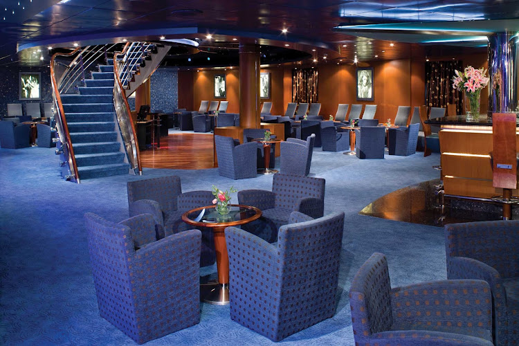Spend an evening with friends or fellow passengers and lift a cocktail or two in the Star Lounge aboard Seven Seas Mariner.