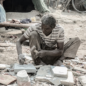 men at work by Madly Baangali - Novices Only Portraits & People ( slums, men at work, street, poor, india, people, labour )