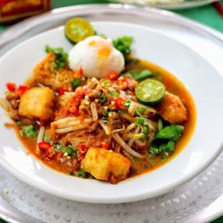 Mee Siam Kuah/gravy (vegetarian).