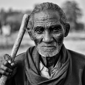 The old man by Shibasish Saha - Black & White Portraits & People ( portait, black and white, street, people, eyes )
