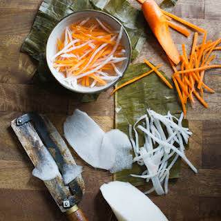 Vietnamese Pickles with Carrot and Daikon Radish (Do Chua).