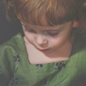 Zamyślenie by Agnieszka Pogorzałek Gross - Babies & Children Child Portraits ( agnieszka, pogorzalek )