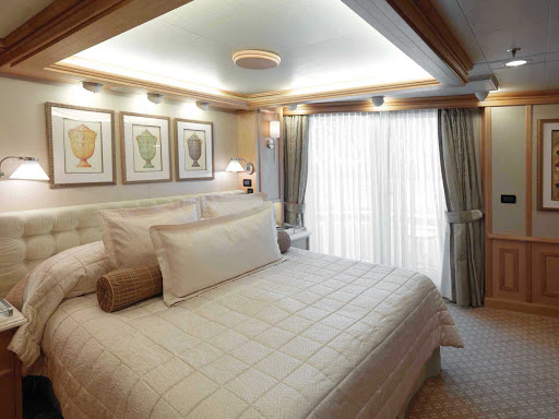 Cunard-Queen-Victoria-Grills-Penthouse - The Grills Penthouse Suites aboard Queen Victoria offer guests floor-to-ceiling windows, a roomy furnished private balcony, a large living area, a whirlpool tub and more.
