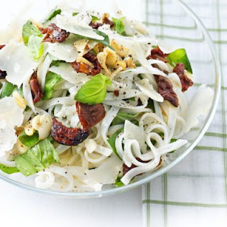 Rice noodles with sundried tomatoes, Parmesan & basil.