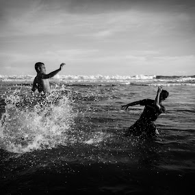 Water Kick by Dayan Ramly - Novices Only Objects & Still Life