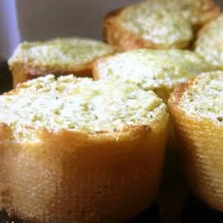 Basil Pesto Bread Rounds.