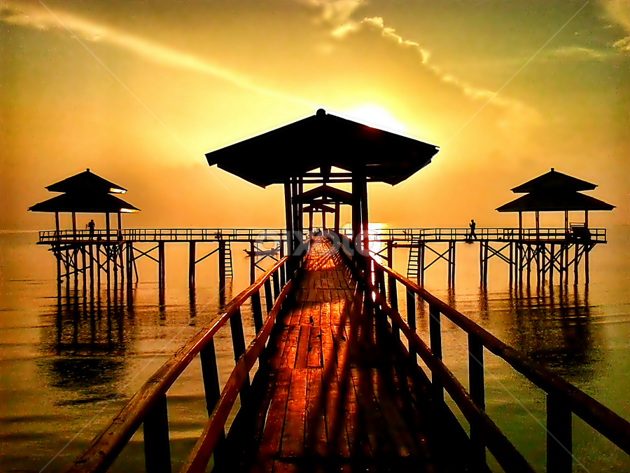 sunrise on the beach Kenjeran by Herry . - Instagram & Mobile Android ( , silhouette )