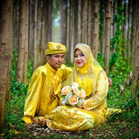 Post Wedding by Budin DaneCreative - Wedding Bride & Groom ( 50mm, malay, malaysia, traditional, yellow, posing, nikon d90, portrait, post wedding, pose, wedding, outdoor, nikon, bride, groom,  )