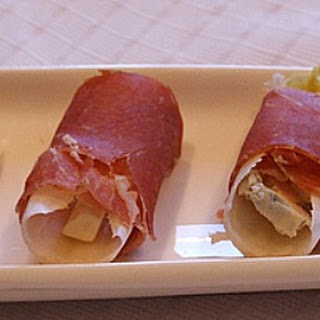 Prosciutto- Wrapped Endive with Blue Cheese and Pear.