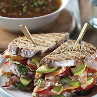 Uiensoep Met Kip-bacon Sandwich