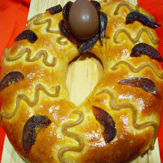 Easter Pastry Wreath.