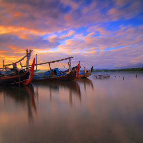 the morning powers by I Made  Sukarnawan - Transportation Boats ( boats, ships, landscape, morning,  )