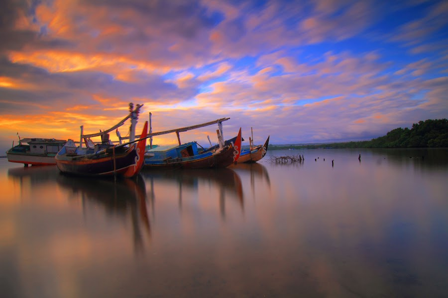 the morning powers by I Made  Sukarnawan - Transportation Boats ( boats, ships, landscape, morning,  )