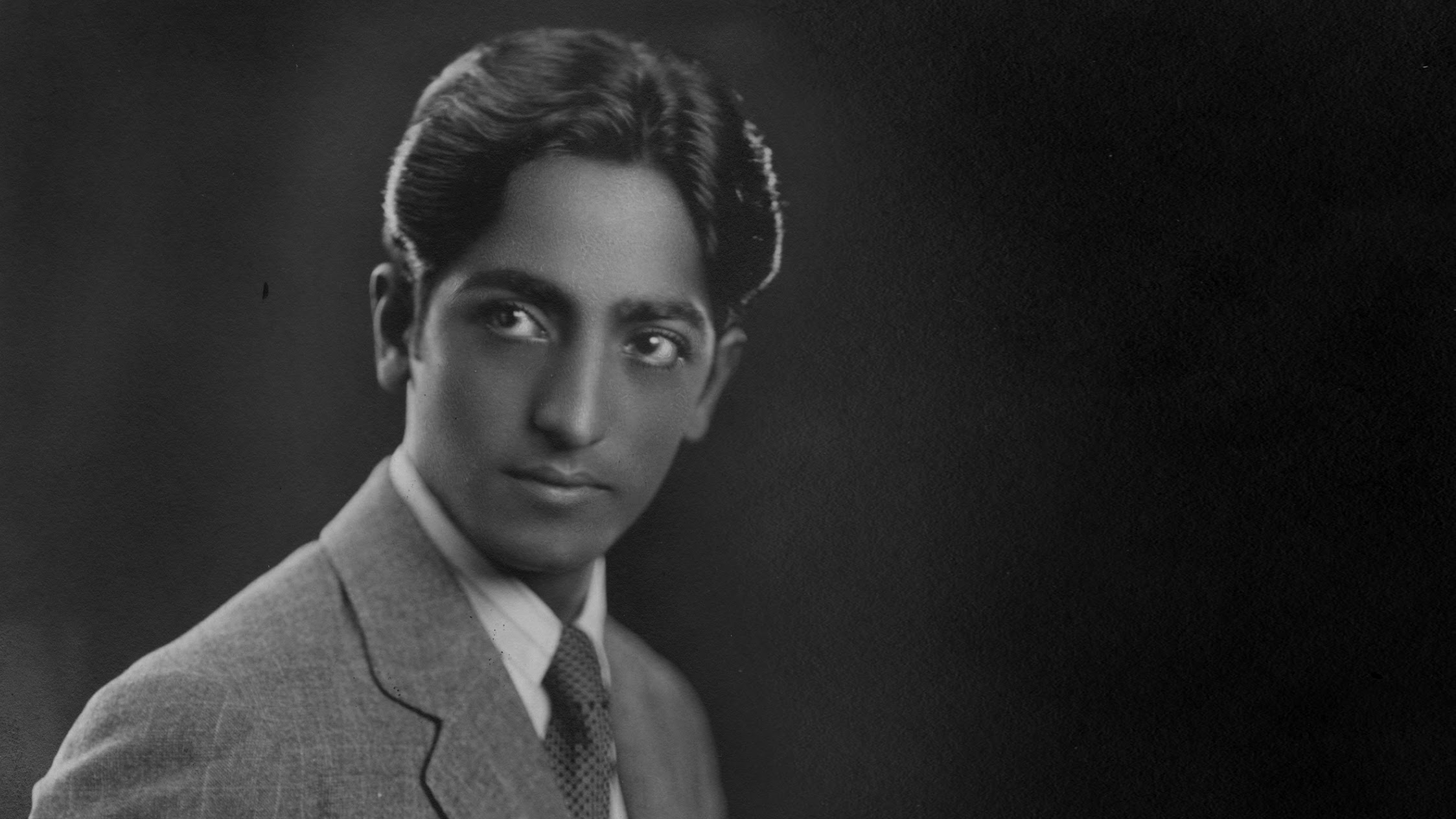 jiddu krishnamurti Jiddu krishnamurti jiddu krishnamurti was a public speaker, mystic, author, philosopher and writer on philosophical and spiritual subjects in his early life he was.