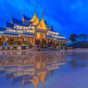 Thai temple by Jakkree Thampitakkul - Landscapes Sunsets & Sunrises ( temple, thai, bluesky, HDR, Landscapes )
