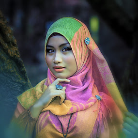 Beauty Hijab by Karazy Shooke - People Fashion ( eos canon, model, false color, talent, muslimah, hijab )