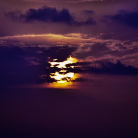 Sunset.....  by Shantanu Deshpande - Landscapes Sunsets & Sunrises