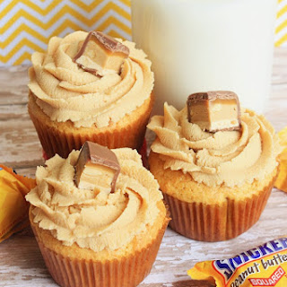 SNICKERS Peanut Butter Cupcakes