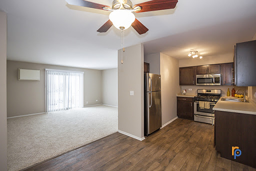 Kitchen of One Bedroom Apartment at Greenway at Carol Stream