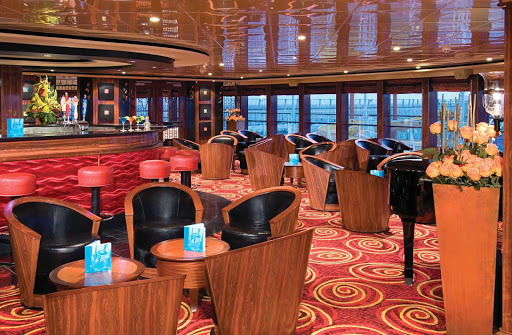 Norwegian-Jewel-Star-Bar - Relax and meet new friends at the Star Bar aboard Norwegian Jewel.