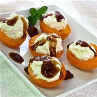 Apricots with Mascarpone Cream