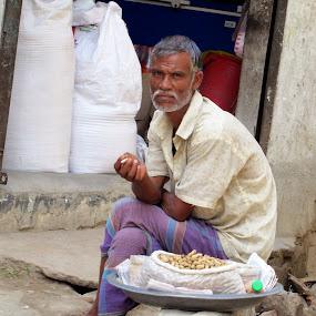 Long Waiting for Customers by Suaib Akhter - People Street & Candids ( bangladesh, hawker, peanut seller, poor people )