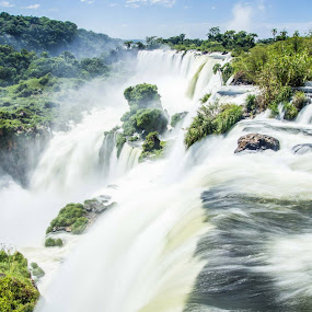 Cataratas de Iguazu.Frontera Argentina. by Javier De La Torre - Landscapes Waterscapes