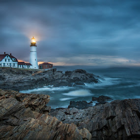 Guiding Light by Givanni Mikel - Buildings & Architecture Other Exteriors ( portland, light house, lighthouse, sunrise, head, light,  )