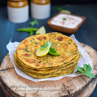 Methi Thepla / Whole Wheat Indian Flat Bread with Fresh Fenugreek Leaves.