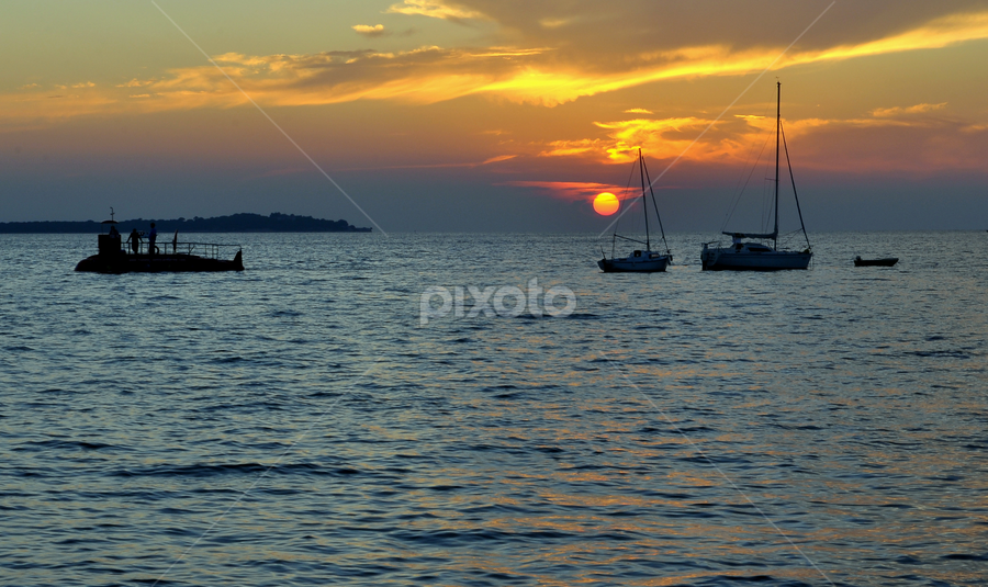 sunset at sea by Dragutin Vrbanec - Landscapes Sunsets & Sunrises ( adria, sunset, boats, summer, sea, sun )