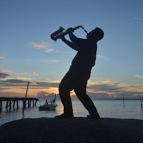 nge jazz diujung senja by Abi Abdillah - People Musicians & Entertainers ( water, jazz, man )
