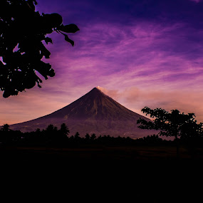 Majestic Mayon by Krizzel Almazora - Landscapes Mountains & Hills ( nature, albay, canon 1100d, landscape, philippines, mayon volcano,  )