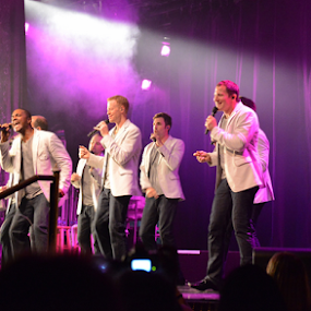 Straight No Chaser Performance by Sean O'Brien - News & Events Entertainment ( performance, purple lighting, show, vocalists, entertainment, creativity, lighting, art, artistic, purple, mood factory, lights, color, fun )