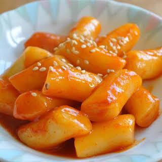 Spicy Rice Cake (떡볶이Ddukbokki/Tteokbokki).