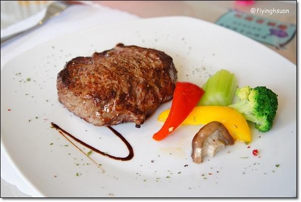 【台中牛排餐廳】日盛牛排館(日盛牛肉)。澳洲來的牛肉,很台式的牛排館