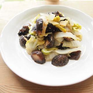 Quick Stewed Shiitake & Winter Cabbage