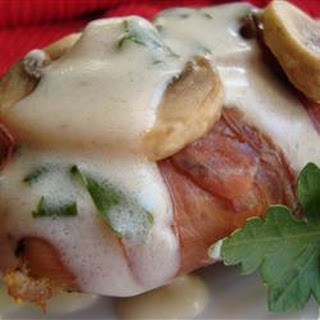 Chicken with Mushrooms, Prosciutto, and Cream Sauce