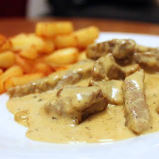 Steak in Creamy Peppercorn Sauce (peppered steak).