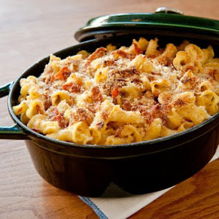 Caramelized Onion And Prosciutto Macaroni and Cheese.