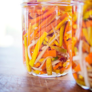 Vietnamese Daikon and Carrot Pickles (Đồ Chua).